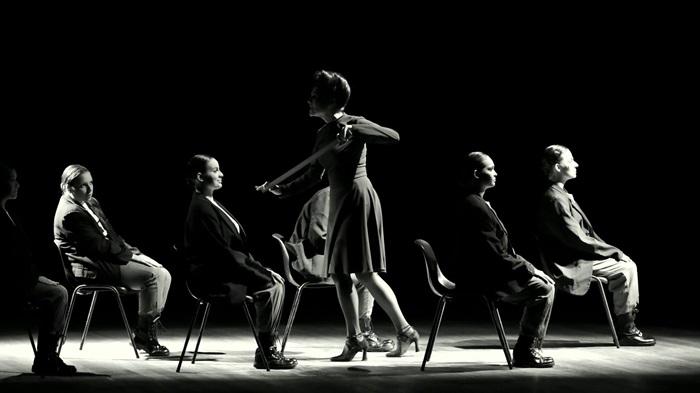 """""""Zero à esquerda"""", montagem dos alunos da Licenciatura em Artes Cênicas da Federal de Santa Maria, com direção de Inajá Neckel e Miriam Benigna"""