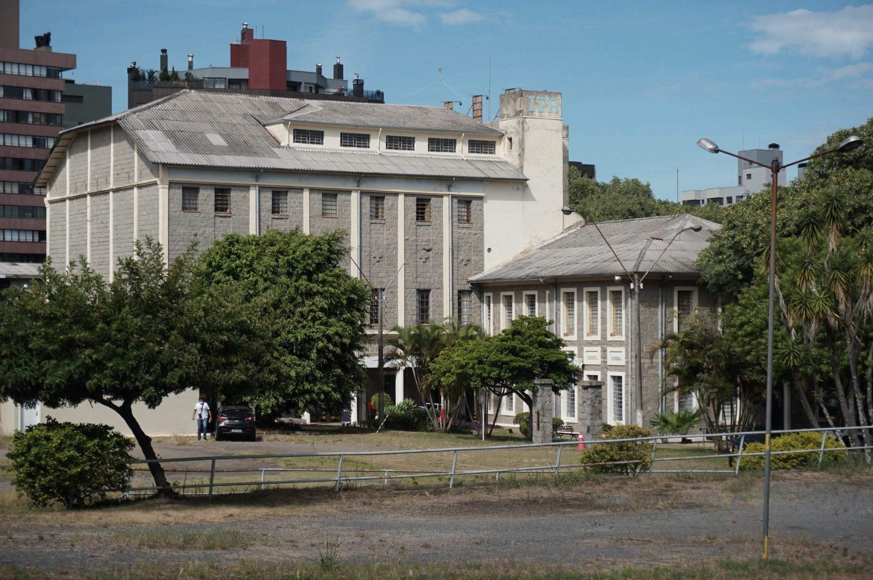 Atualmente, a Rede Metodista Sul conta com cinco instituições no estado: Colégio Americano (IMEC) e Centro Universitário Metodista (IPA) – ambos em Porto Alegre (Foto), Colégio Centenário e Faculdade Metodista, em Santa Maria, Instituto Educacional Metodista, de Passo Fundo, e Colégio União, de Uruguaiana