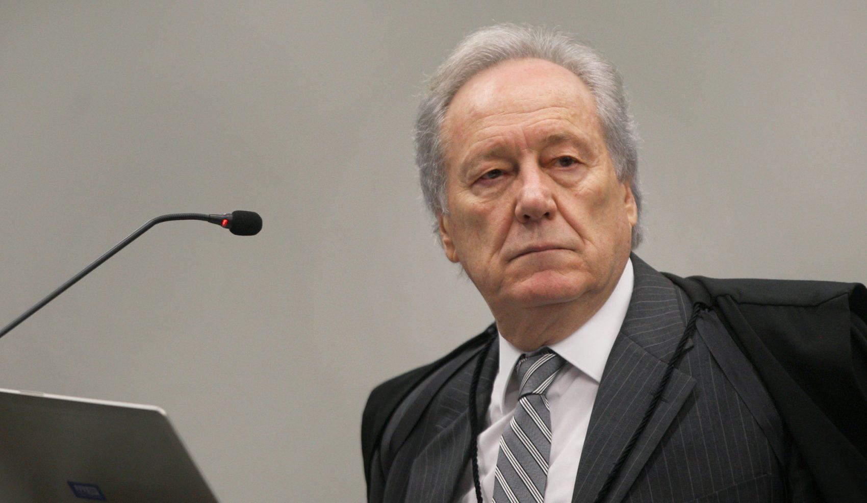 """No primeiro dia de julgamento, Lewandowski fulminou: """"dentre milhares de habeas corpus que a primeira e a segunda turma julgam no ano todo, por que o do ex-presidente Lula tem que ir ao plenário?"""""""