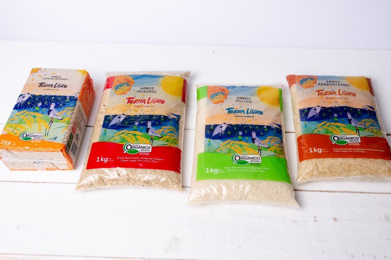 A Terra Livre Agroecológica oferece aos consumidores quatro opções de arroz: agulhinha integral, agulhinha polido, agulhinha parboilizado e cateto integral.