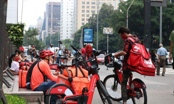 Entregadores de aplicativo, Avenida Paulista , fase vermelha, covid-19. | Foto: Rovena Rosa/ABr