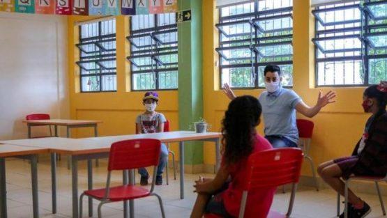 Trabalhadores de educação pdem debate amplo para volta presencial | Foto: Alex Rocha/Prefeitura de Porto Alegre