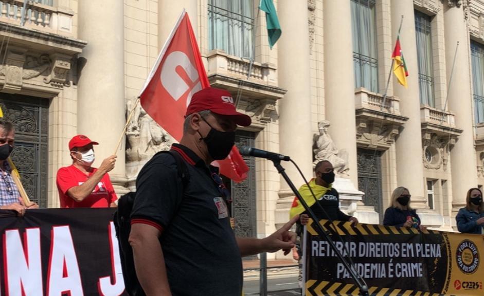 Não há segurança para o retorno das aulas presenciais no atual estágio da pandemia no estado, alertou o presidente da CUT-RS, Amarildo Cenci