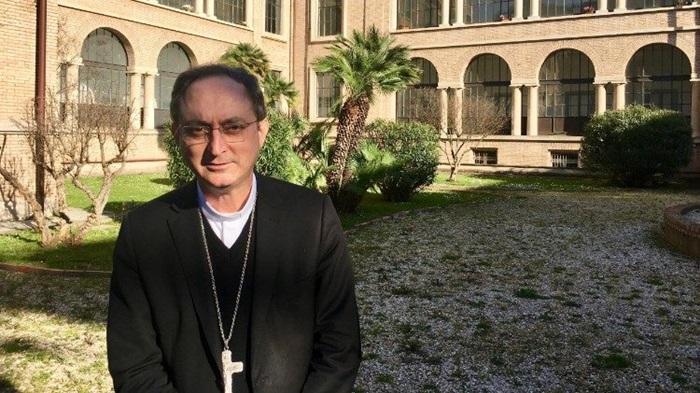 O arcebispo de Salvador, cardeal Sergio da Rocha, fez a leitura do documento aos brasileiros