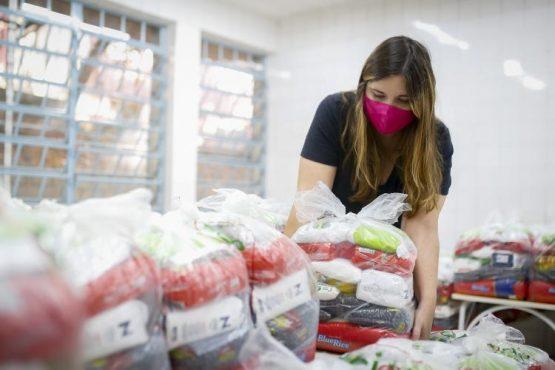 doaçao de alimentos em porto alegre | Foto: Anselmo Cunha/PMPA