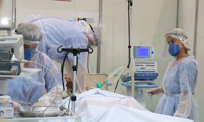 Mais impactada pela pandemia, a faixa dos 40 aos 49 anos já responde por 10,5% do total de mortos