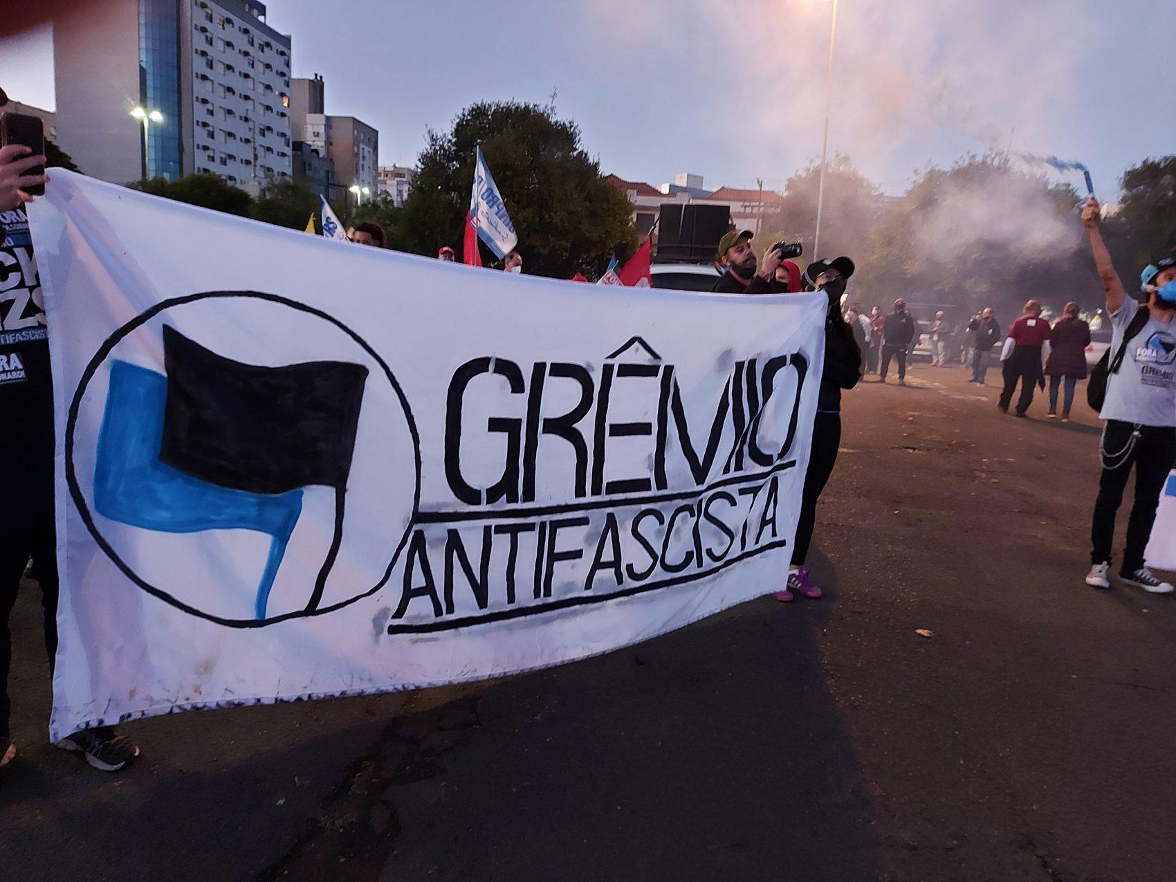 Milhares de manifestantes em Porto Alegre pedem a saída de Bolsonaro | Foto: Valéria Ochôa