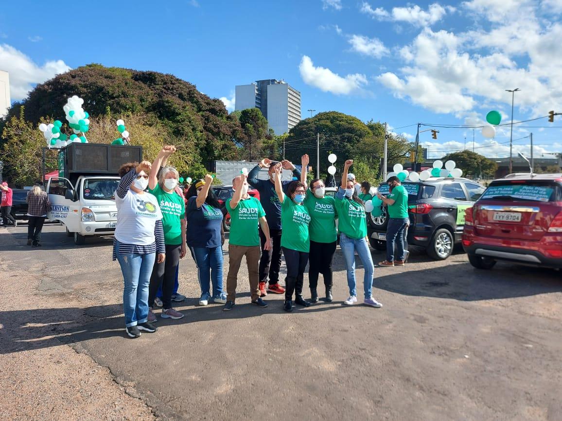 Carreata da saúde em Porto Alegre defende piso da enfermagem