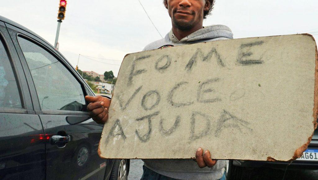 população adulta nas ruas aumentou 40% em um ano. A ONG Centro Social da Rua estima mais de 4 mil pessoas em situação de rua na capital gaúcha