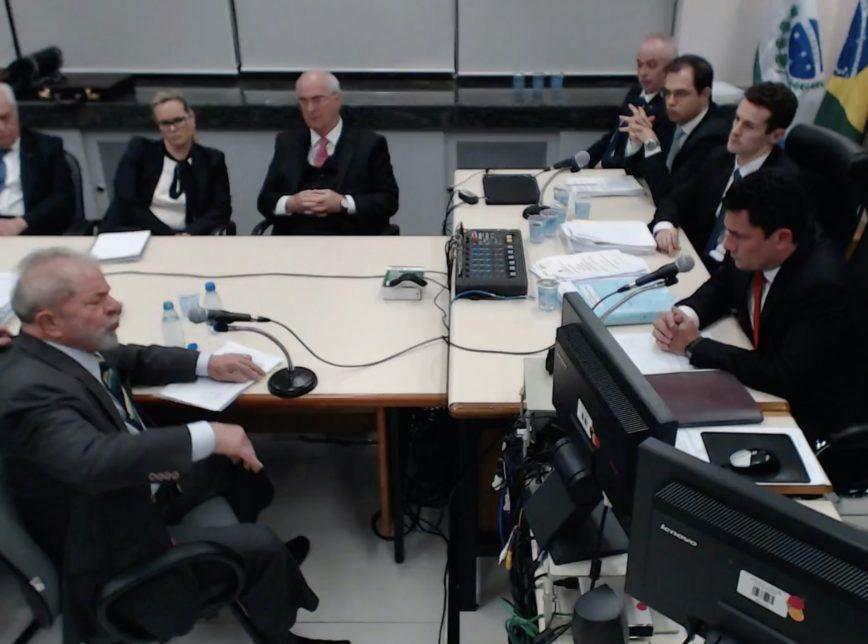 Ex-juiz Sergio Moro interroga Lula, em Curitiba, sobre o sítio em Atibaia/SP