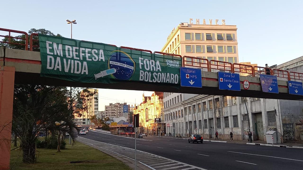 Mobilização por vacina e comida marcou a manhã desta quarta, 26, em Porto Alegre