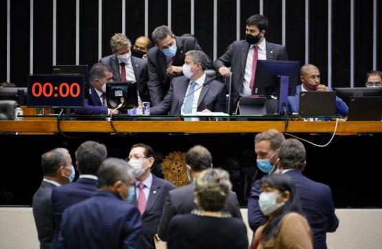 Para ambientalistas, o texto aprovado extingue o licenciamento ambiental | Foto: Pablo Valadares/Câmara dos Deputados