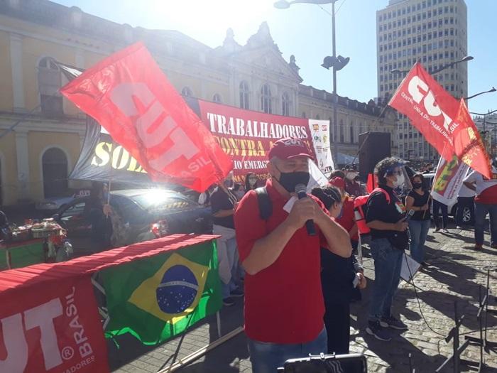 """""""Não podemos mais conviver com tantos trabalhadores sem empregos. Por isso, esse ato é simbólico, para reafirmar a nossa unidade para resgatar a justiça social e construir um país de direitos"""", propôs Amarildo Cenci, presidente da CUT-RS"""