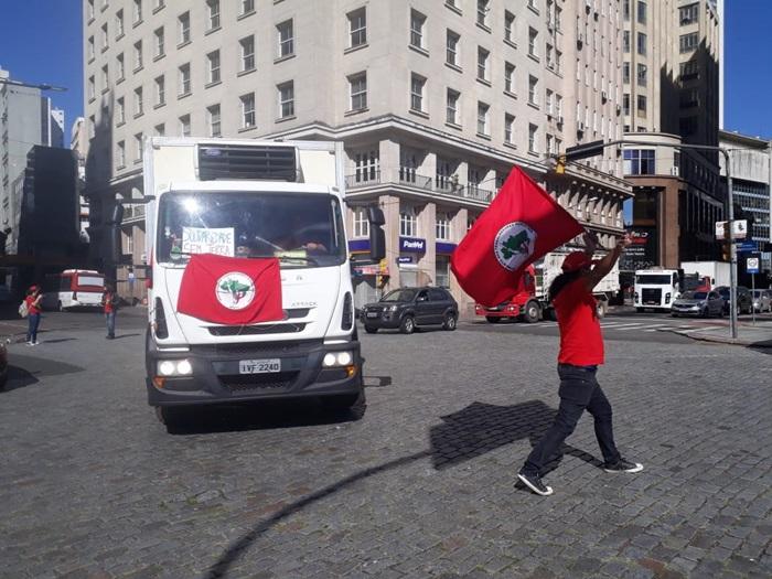 Luto e solidariedade marcam atos do 1º de maio em Porto Alegre