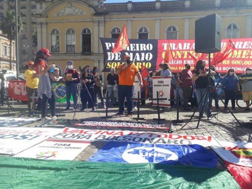 Luto por mortos na pandemia e solidariedade marcam atos do 1º de maio em Porto Alegre | Foto: Igor Sperotto