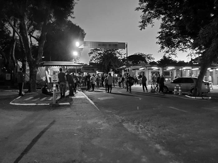 Movimento em escola privada da capital gaúcha: o retorno das aulas presenciais em um momento de instabilidade da pandemia já produz contágios cruzados entre familiares, alunos e professores