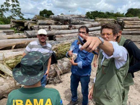 Em abril, Salles se reuniu em Santarém (PA) com empresários e se comprometeu a apoiar a liberação de madeira apreendida pela PF