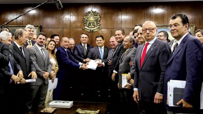 Pacote de maldades: ato de entrega do plano de reformas por Bolsonaro, Guedes e demais ministros, ao Congresso, em novembro de 2019