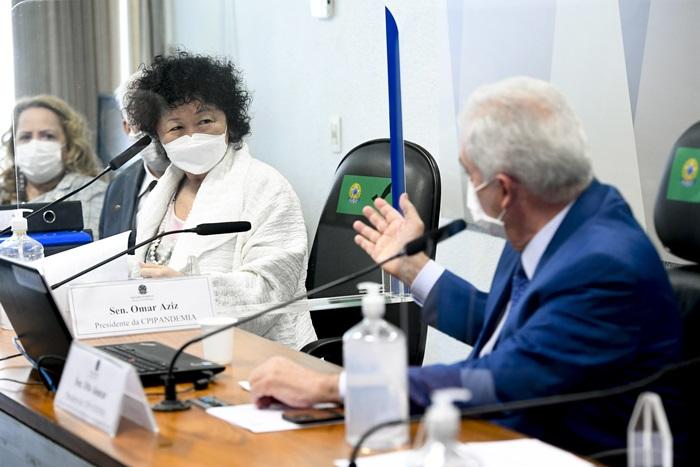 Pressionada várias vezes pelo relator, Renan Calheiros (MDB-AL), e por outros senadores, a médica negou adulteração de bula da cloroquina e alegou que a reunião foi para tratar da Resolução 348, da Anvisa, sobre novas indicações terapêuticas