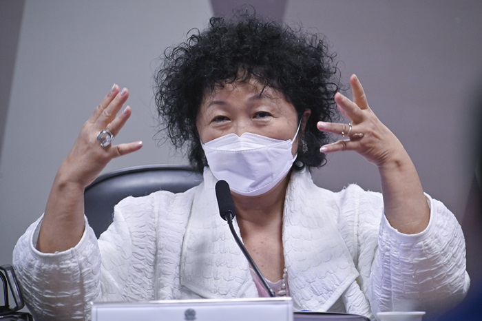 """""""Nise Yamaguchi e a capitã foram à CPI para enrolar. Submeteram-se a um bombardeio dos senadores. Eles exageraram com as médicas negacionistas? Sim, poderiam ter sido menos machos. Mas Nise é, para médicos e cientistas brasileiros, alguém que induziu pessoas fragilizadas não só ao erro, mas também à morte"""""""