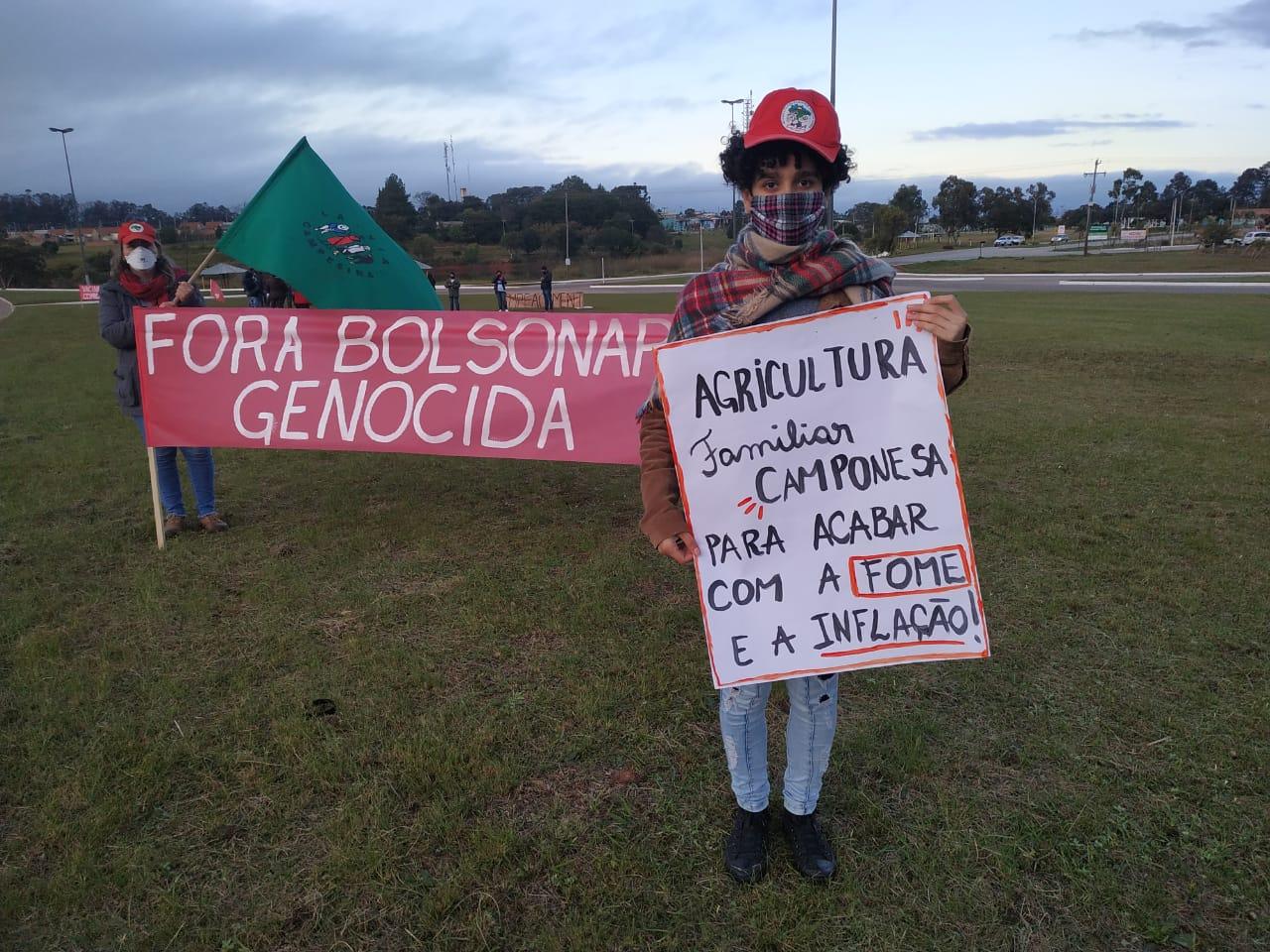 CANDIOTA   Manifestantes retornam às ruas do Rio Grande do Sul pelo impeachment de Bolsonaro