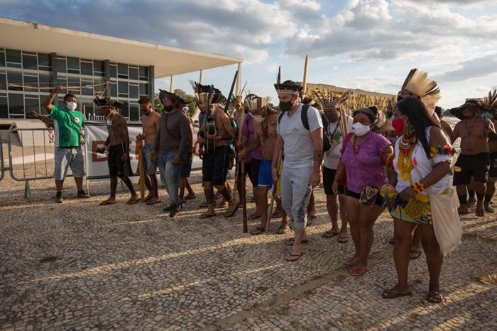 Ato na frente do STF, em defesa dos direitos indígenas e contra o marco temporal