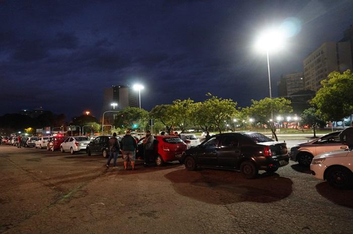 Concentração no Largo Zumbi dos Palmares reuniu cerca de 200 motoristas que seguiram em carreata até a sede da Uber