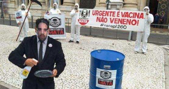 Deputados aprovam lei que libera agrotóxicos | Foto: CUTRS/Divulgação