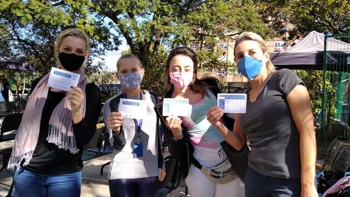 Ensino privado: grande procura por vacina causoutranstornos no primeiro dia de imunização