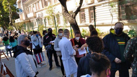 Ensino privado: grande procura por vacina causoutranstornos no primeiro dia de imunização | Foto: Stela Pastore