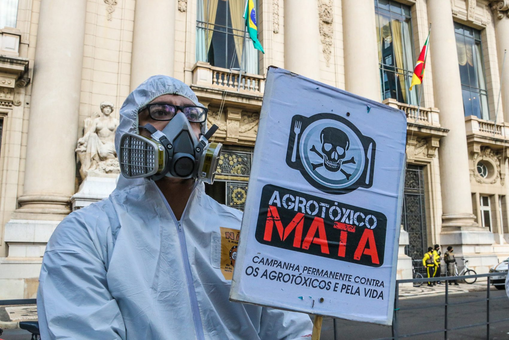 Entidades protestam contra PL dos agritóxicos em frente ao Piratini