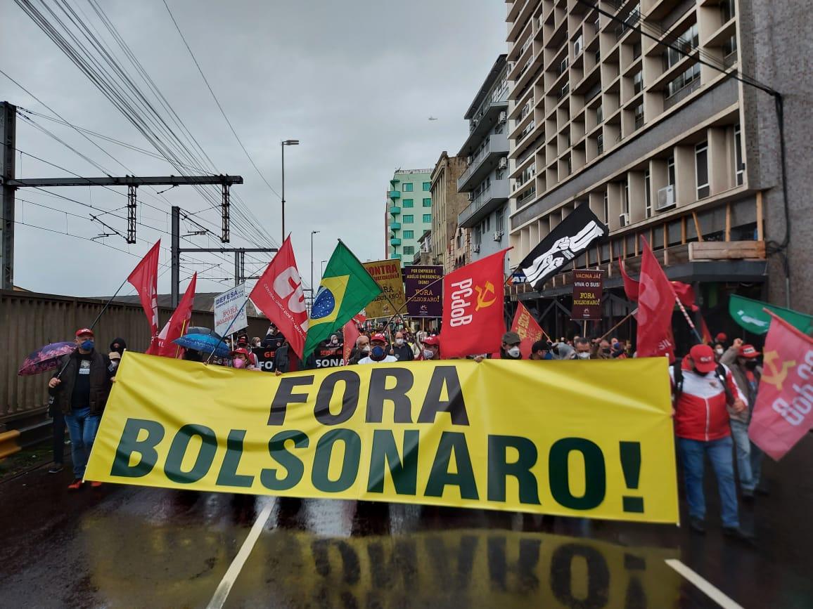 PORTO ALEGRE   Manifestantes retornam às ruas do Rio Grande do Sul pelo impeachment de Bolsonaro