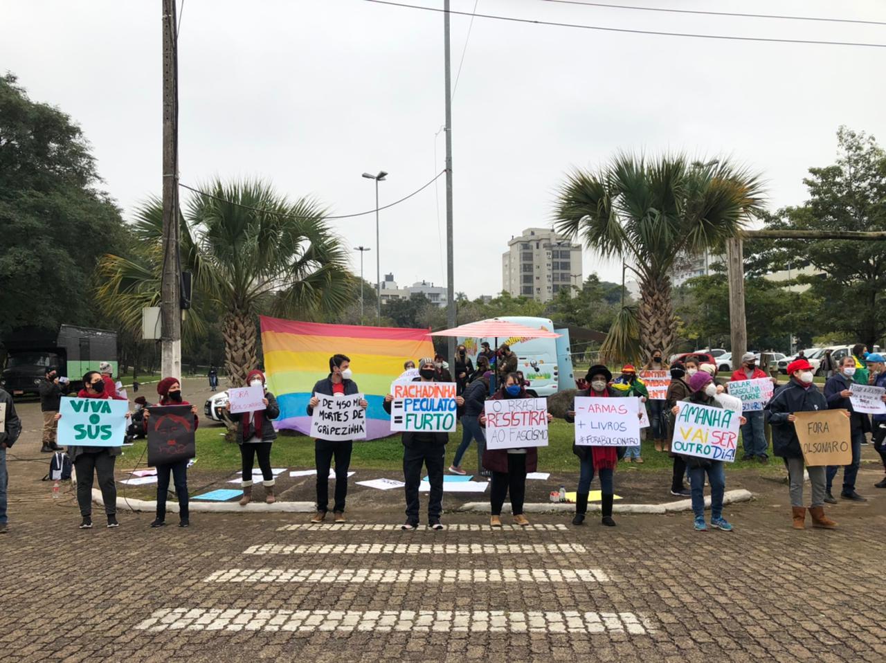 LAJEADO   Manifestantes retornam às ruas do Rio Grande do Sul pelo impeachment de Bolsonaro
