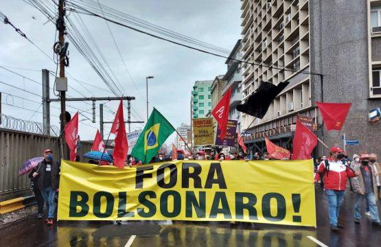 PORTO ALEGRE | Manifestantes retornam às ruas do Rio Grande do Sul pelo impeachment de Bolsonaro | Foto: Igor Sperotto