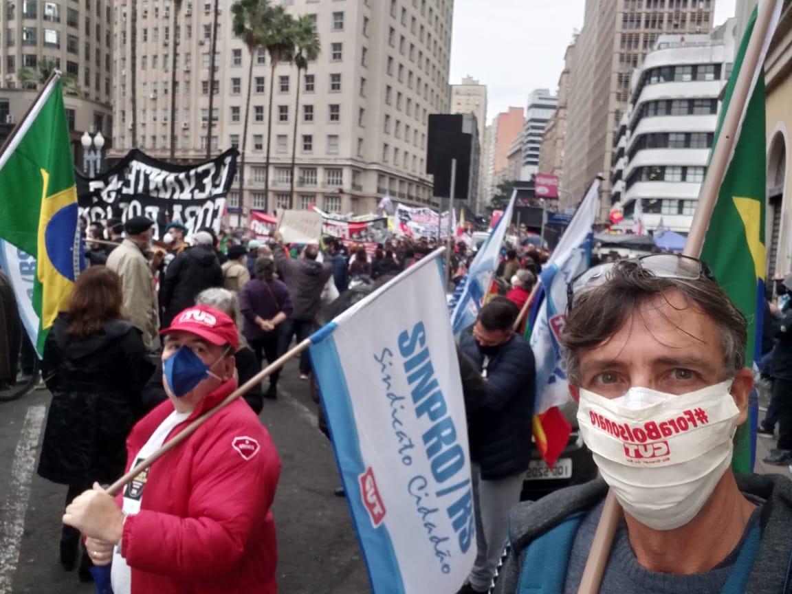 Manifestantes retornam às ruas do Rio Grande do Sul pelo impeachment de Bolsonaro