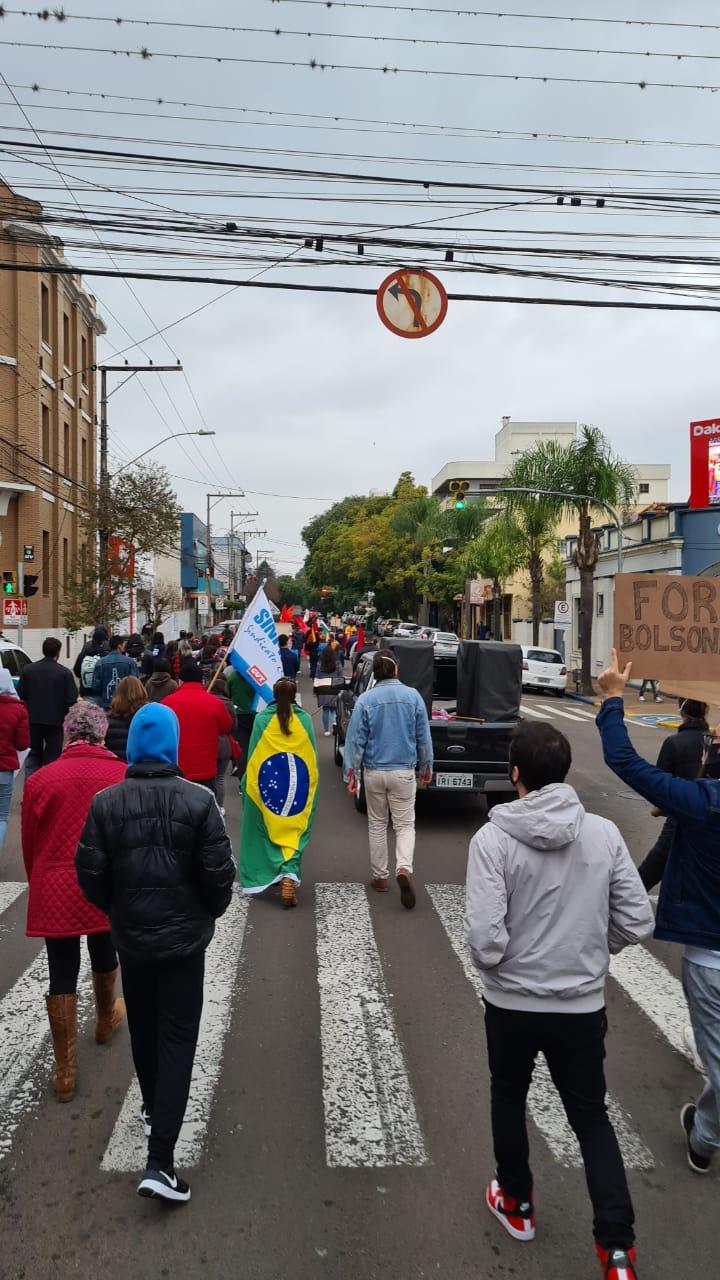 SANTA CRUZ DO SUL   PORTO ALEGRE   Manifestantes retornam às ruas do Rio Grande do Sul pelo impeachment de Bolsonaro