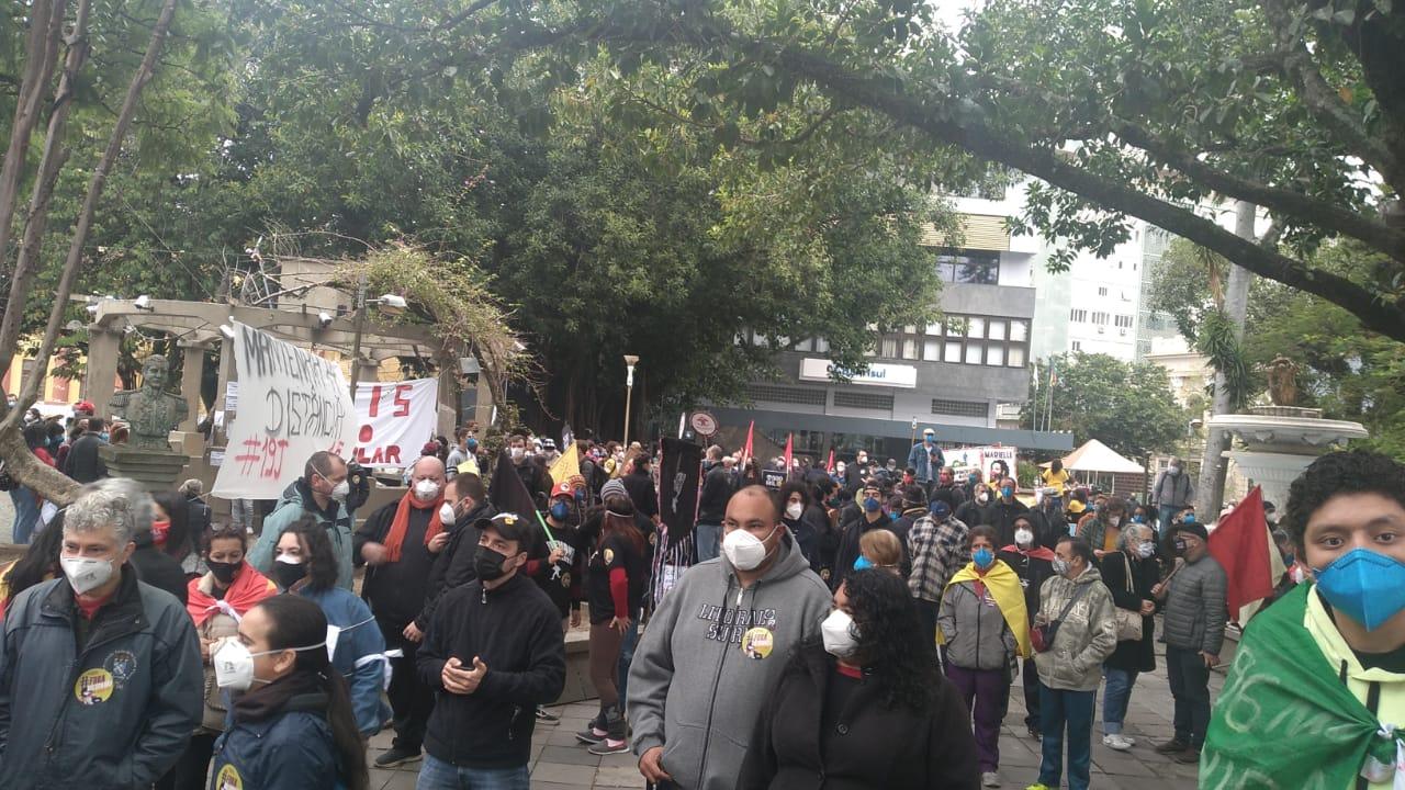 SANTA MARIA   Manifestantes retornam às ruas do Rio Grande do Sul pelo impeachment de Bolsonaro