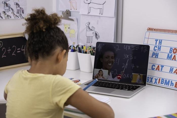 """""""A avaliação da aprendizagem praticada no Brasil, que mede apenas os conteúdos aprendidos, não é suficiente para avaliar a formação da criança e do jovem"""""""