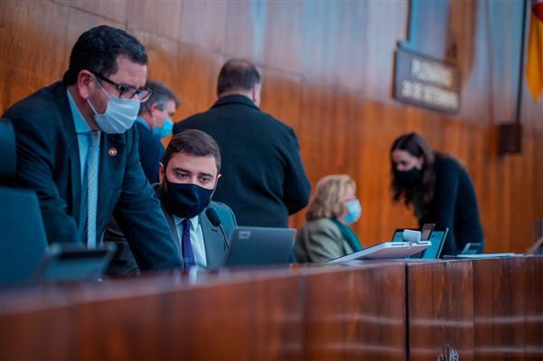 Na sessão extraordinária híbrida desta terça-feira (6), os parlamentares aprovaram o substitutivo ao PL 95 2020, do deputado Jeferson Fernandes (PT)