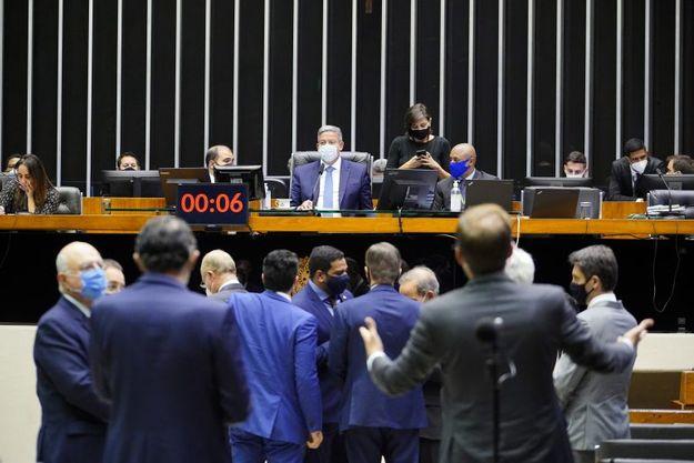 O presidente da Câmara, Arthur Lira (PP-AL) pretende aprovar rapidamente a PEC para que ela tramite no Senad