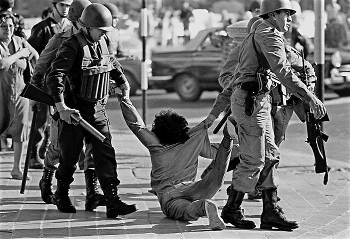 """""""O papel das Forças Armadas na história do Brasil tem altos e baixos, ora ao lado das causas progressistas, ora contra o povo"""""""