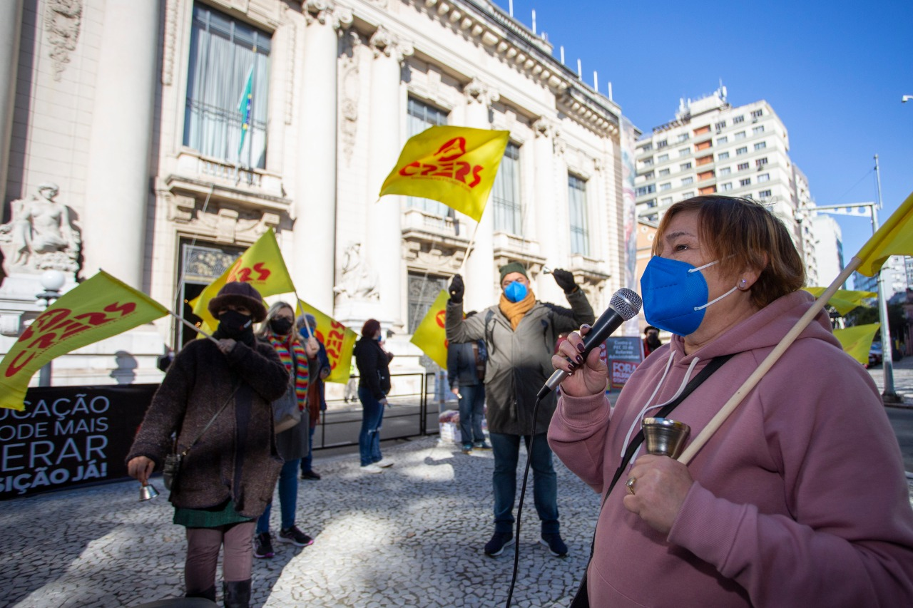 As sinetas voltaram a tocar em frente ao Palácio Piratini na última terça-feira, 20