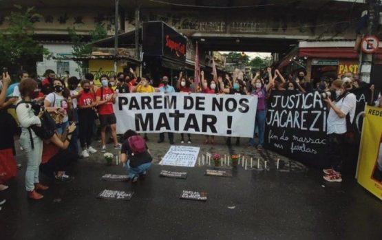 Manifestação de moradores da comunidade do Jacarezinho, no Rio de Janeiro, após operação da Polícia Civil em que 28 pessoas foram executadas em 6 de maio deste ano – em uma ação atribuída à guerra entre milícias