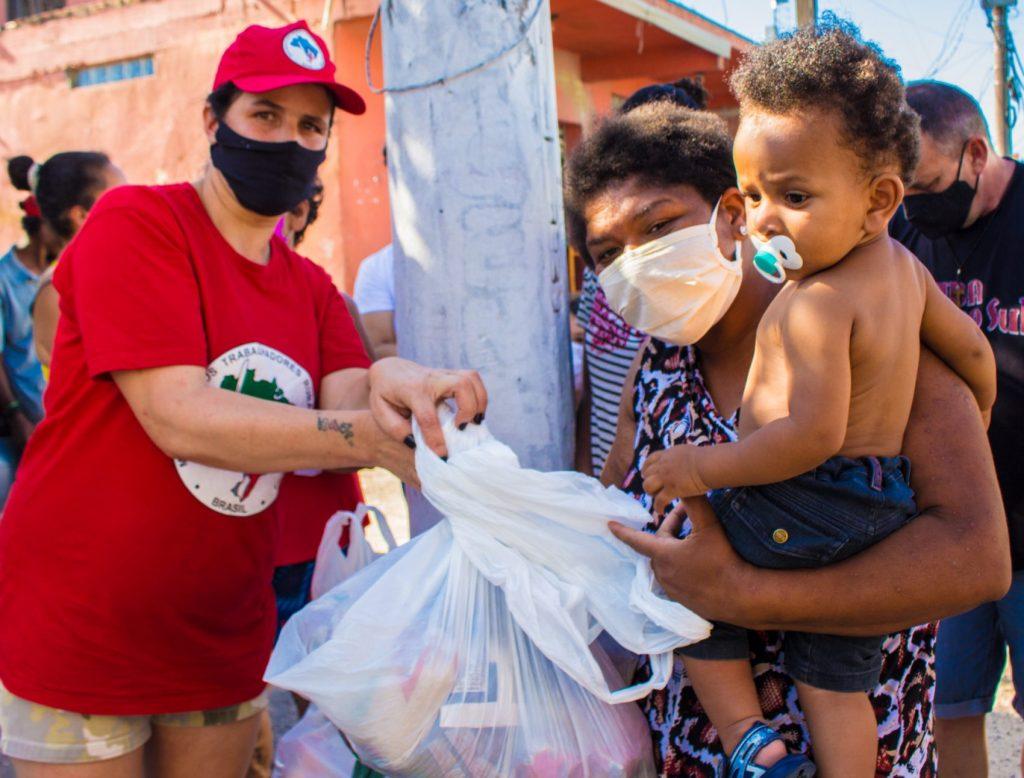 Movimento dos Trabalhadores Rurais Sem Terra já doou mais de 5 mil toneladas de alimentos e 1 milhão de marmitas por todo o Brasil