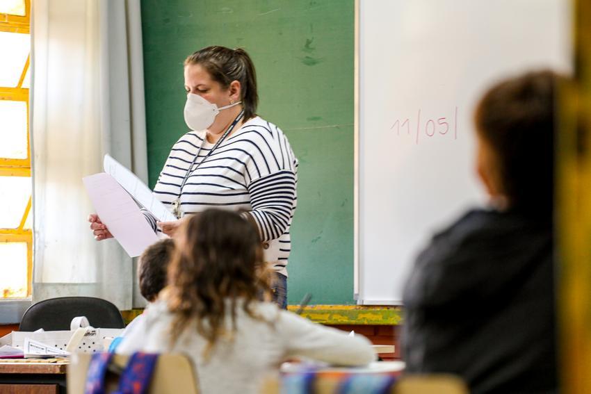Aulas presenciais foram retomadas nas redes pública e privada no RS, após embate na Justiça entre representantes de governos e escolas e sindicatos de professores e funcionários