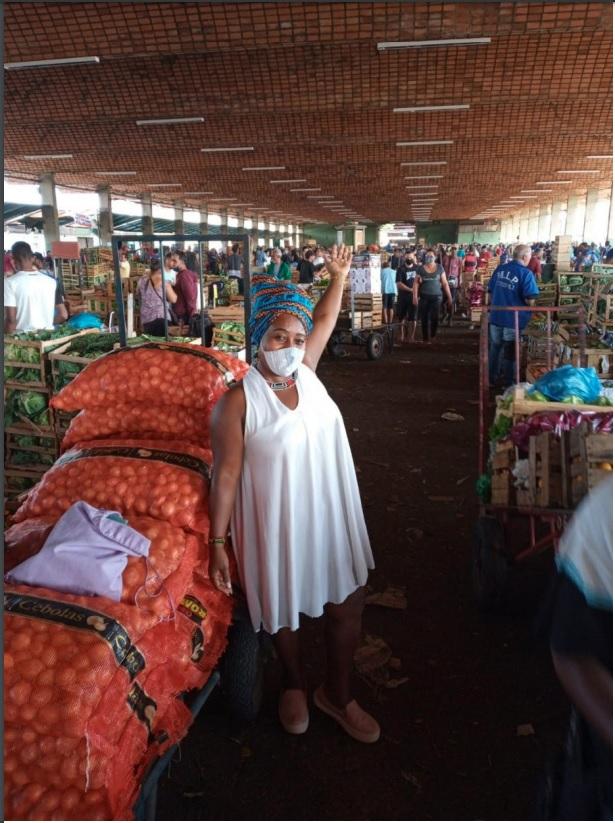 Adriana Martins, feminista negra e de asé. Ativista da Articulação de Mulheres Brasileiras (AMBRio) e do Movimento Negro Unificado-Nova Iguaçu/RJ. Integrante da Comissão de Combate a Intolerância Religiosa