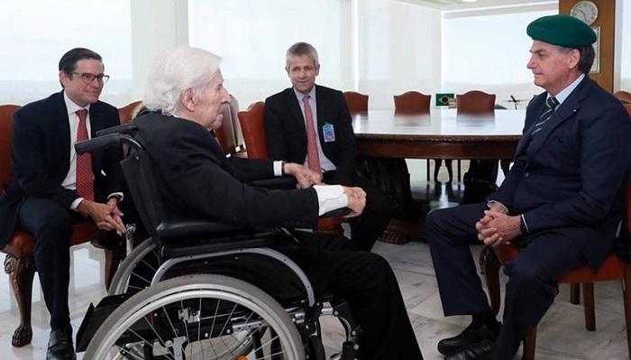 Em maio de 2020, Bolsonaro recebeu no Palácio da Alvorada o ex-tenente-coronel do Exército e torturador Sebastião Curió