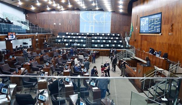 Proposta do governo Eduardo Leite foi aprovada por 33 votos a 19