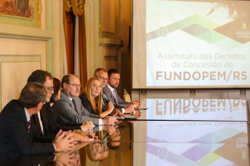 Ex- governador José Ivo Sartori durante assinatura de projetos de incentivo fiscal concedidos para geração de empregos