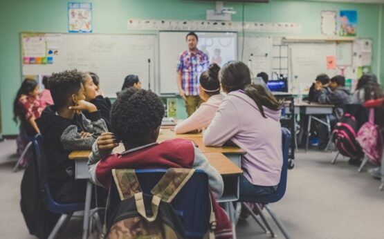 Precisamos falar sobre a idealização do trabalho do professor | Foto: Unsplash